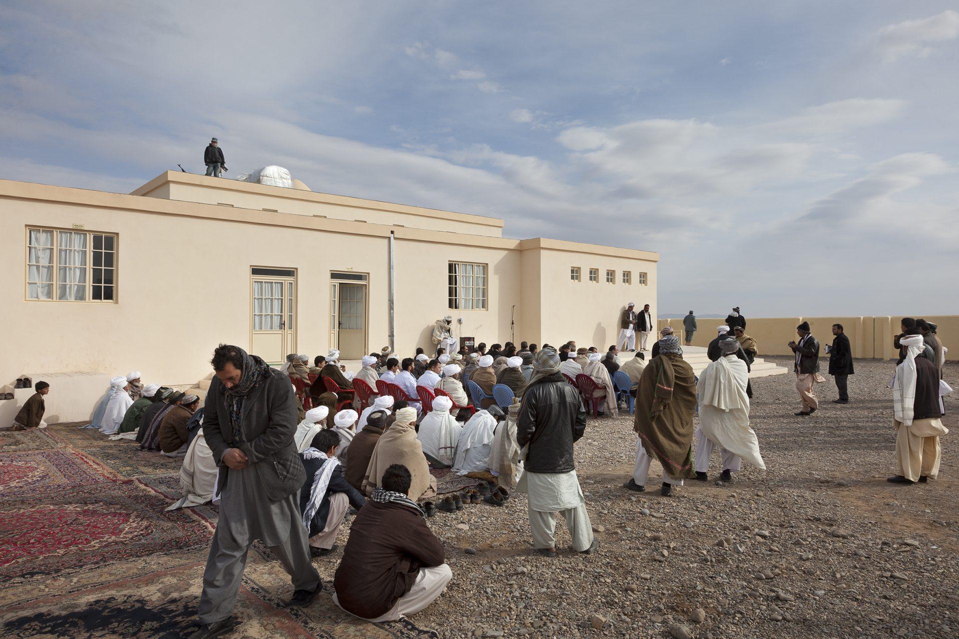 Einweihungsfeier in Afghanistan. Cap Anamur-Krankenhaus in Shade.