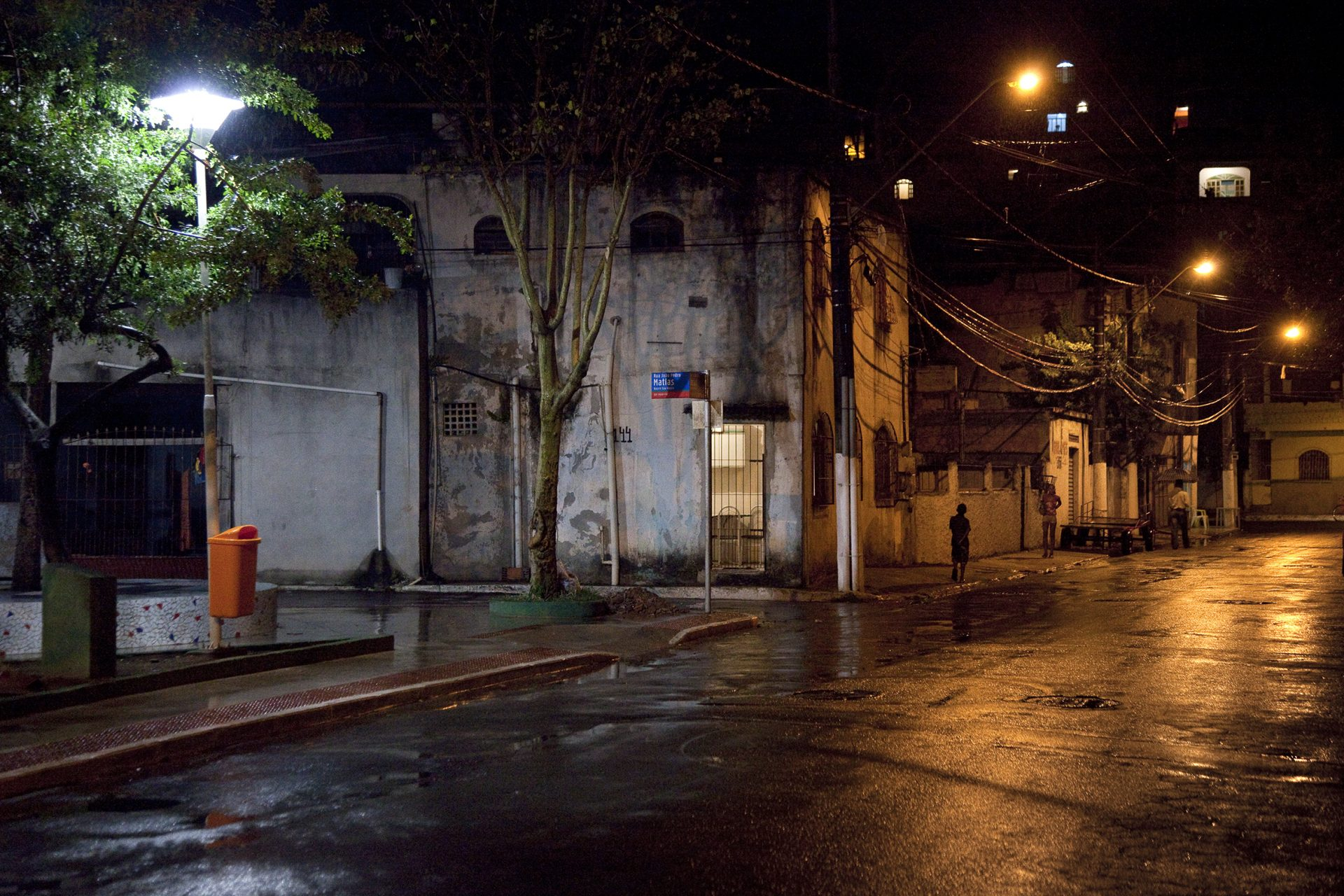 Favela Sáo Pedro bei Nacht.